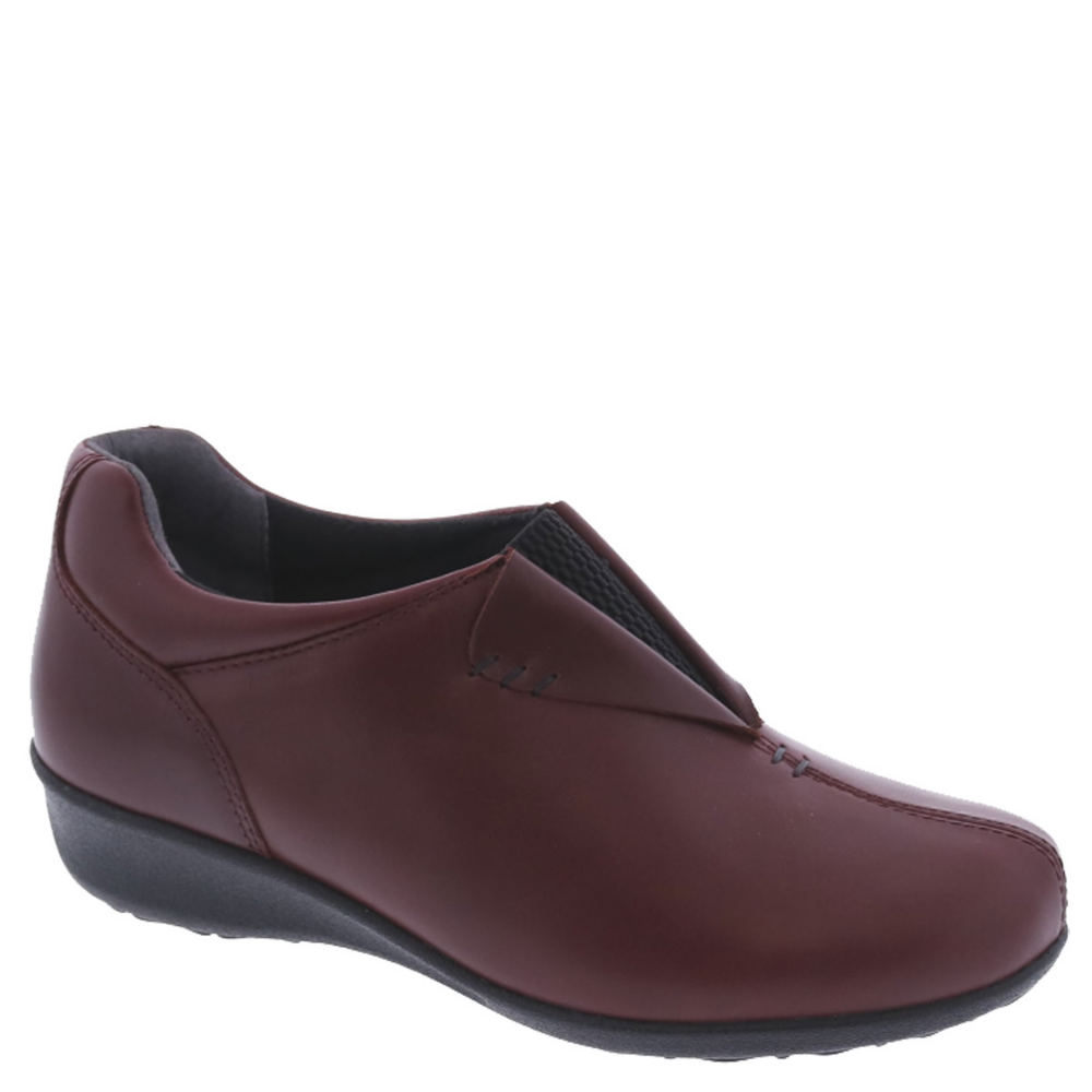 *With exceptional performance features this comfortable slip-on will have you feeling exceptional *Leather upper *Two removable footbeds accommodate prescription orthotics *Firm heel counter *Tempered steel shank *Flexible lightweight polyurethane outsole *1-1/4\\\