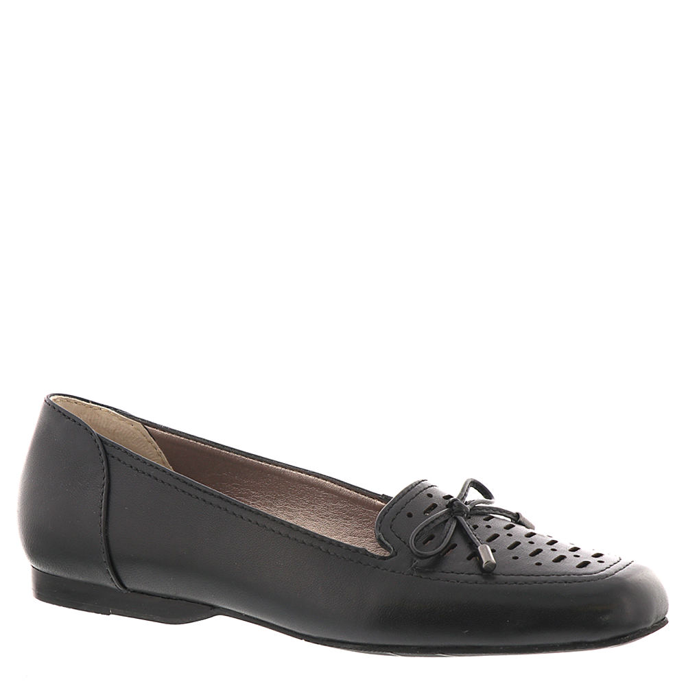 *This comfortable summery flat delivers trend-right seasonal style *Nappa kidskin leather upper with a charming bow and cutouts *Padded footbed *Flexible construction *Rubber dress sole *3/8\\\