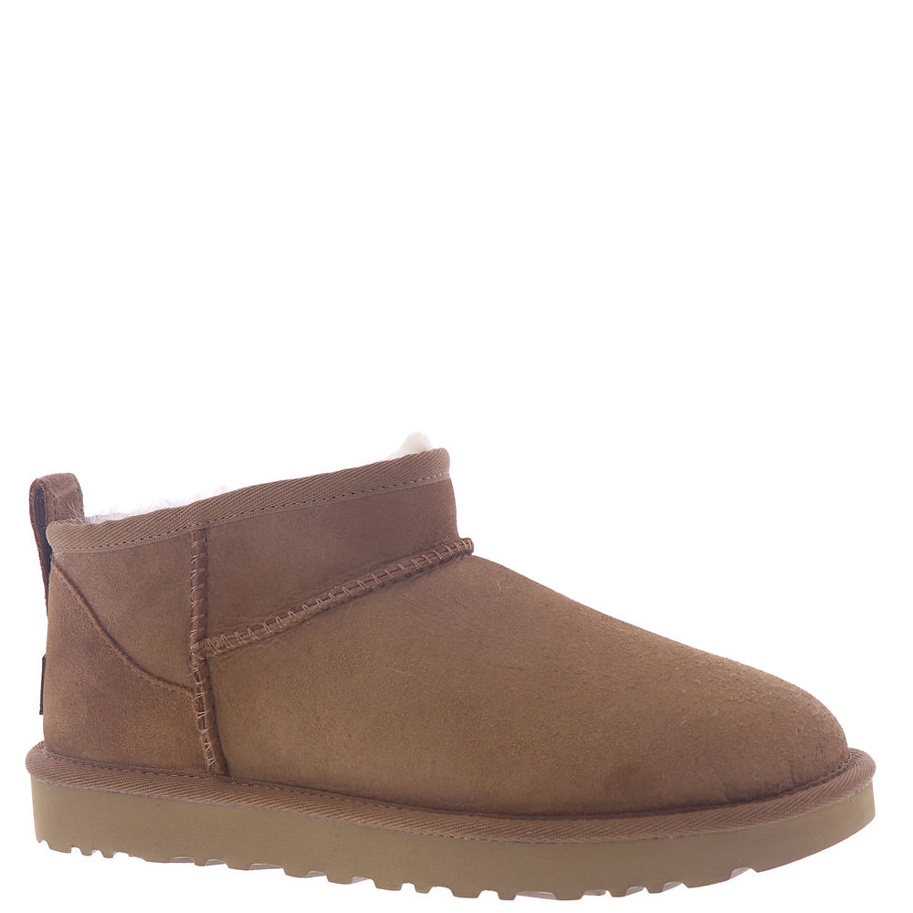 *17mm Twinface sheepskin upper with embossed UGG™ logo detailing *Asymmetrical topline and stitching detailing *Protected by water-repellency treatment *Rear pull-tab *Suede heel counter *3.5\\\