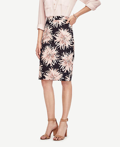 Image of Curvy Chrysanthemum Pencil Skirt