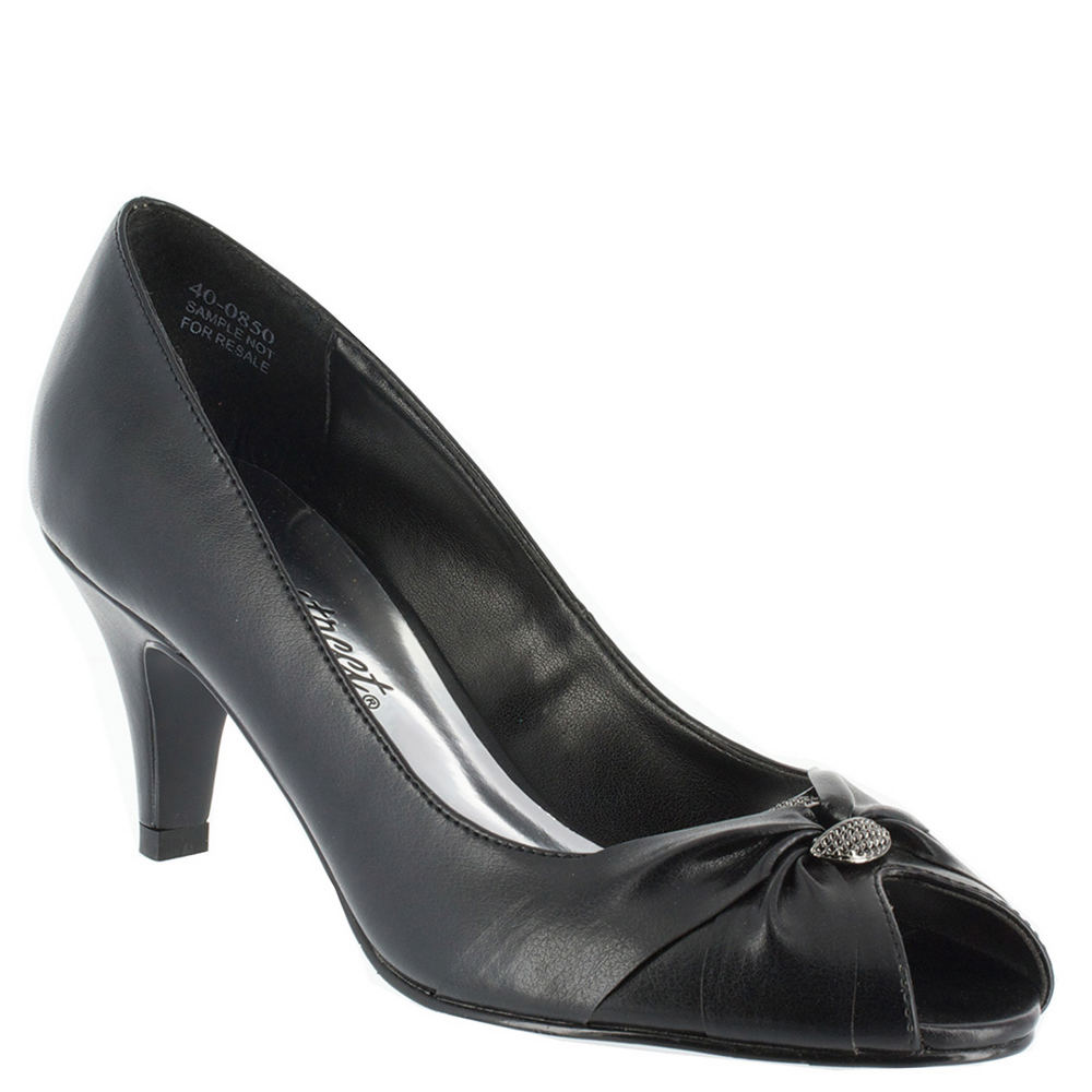 1940s Style Shoes, 40s Shoes Easy Street Womens Sunset Pump Black Pump 6 N $59.95 AT vintagedancer.com