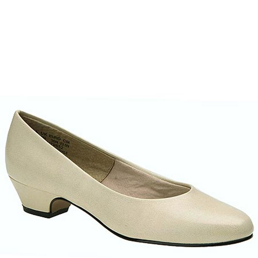1950s Style Shoes Soft Style Angel II Womens Bone Pump 6 D $48.95 AT vintagedancer.com