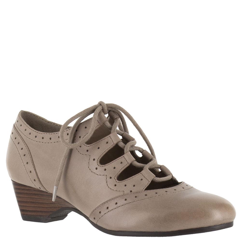 1930s Style Shoes – Art Deco Shoes Bella Vita Posie Womens Bone Pump 7.5 W $99.95 AT vintagedancer.com