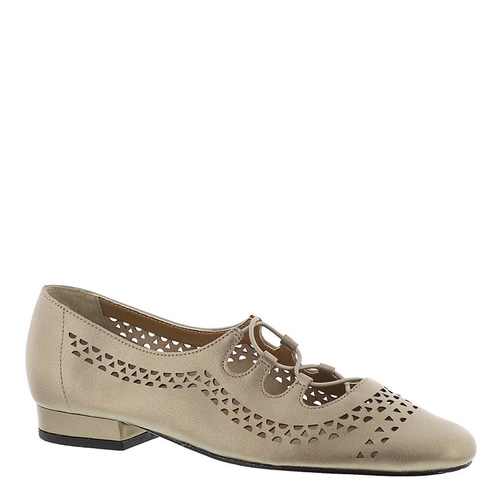 1930s Style Clothing and Fashion Van Eli Fabra Womens White Pump 8.5 M $54.99 AT vintagedancer.com