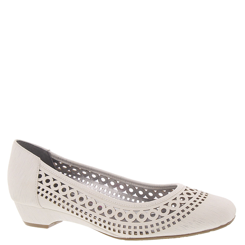 Retro Vintage Style Wide Shoes Ros Hommerson Tina Womens White Slip On 4 M $89.95 AT vintagedancer.com