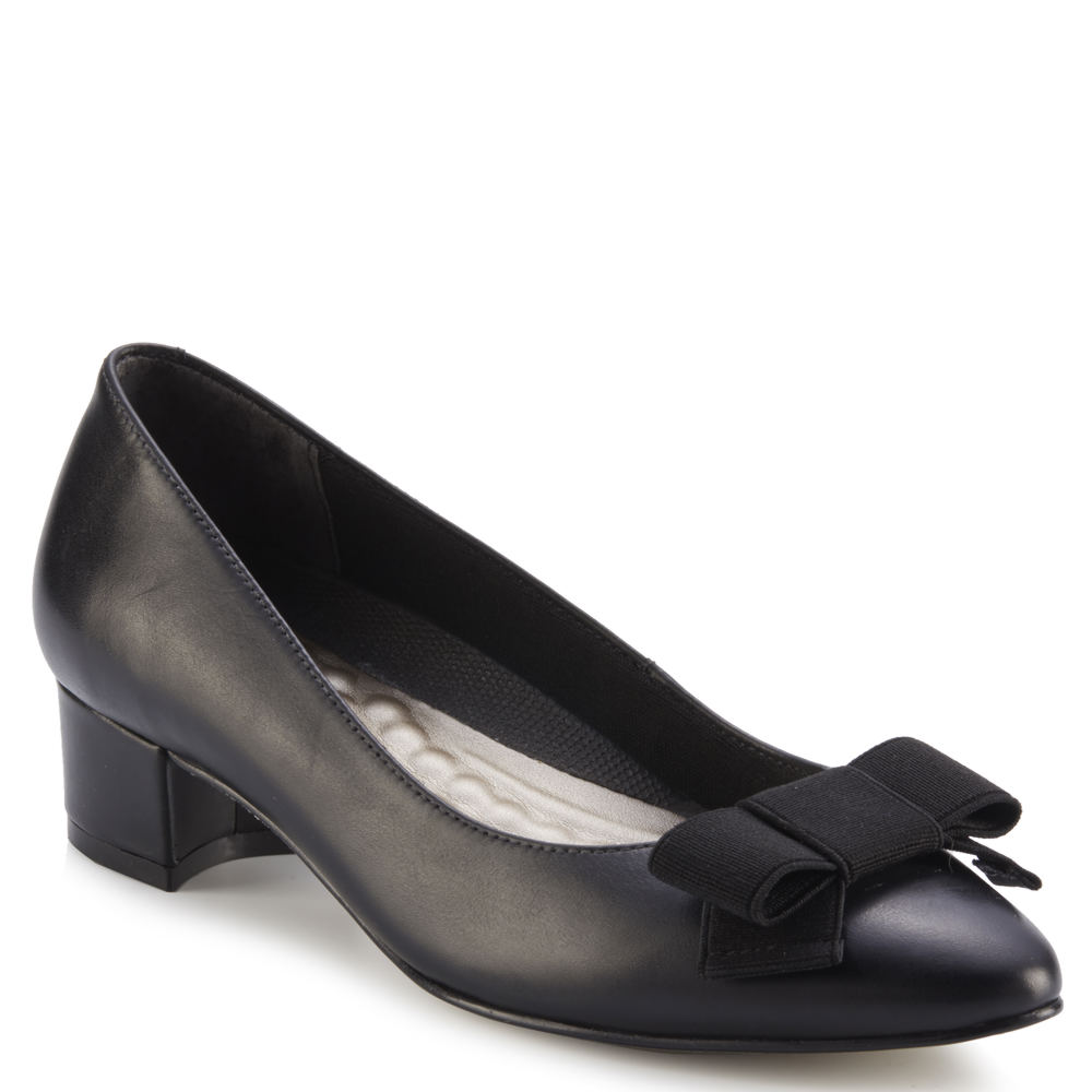 Edwardian Shoes & Boots | Titanic Shoes Walking Cradles Harper Womens Black Pump 7 XW $109.95 AT vintagedancer.com