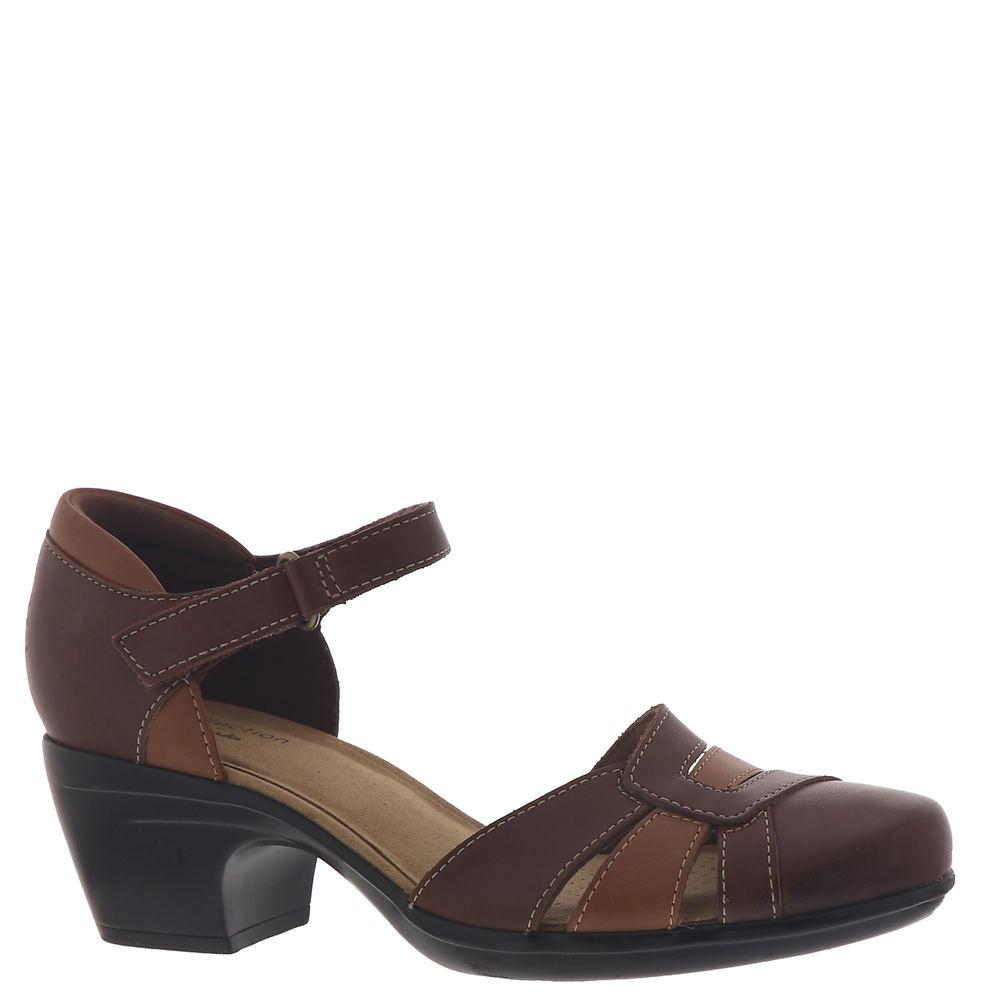 70s Shoes, Platforms, Boots, Heels | 1970s Shoes Clarks Emily Daisy Womens Tan Pump 7 M $79.95 AT vintagedancer.com
