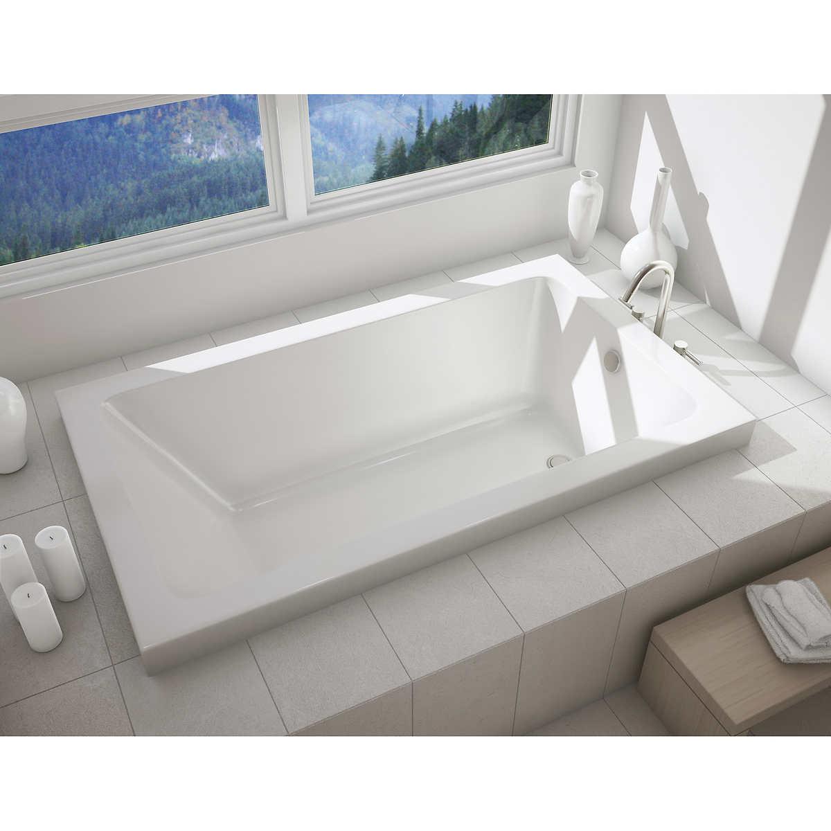 MAAX New Town Soaker 60 in. Bathtub - Left-hand Drain