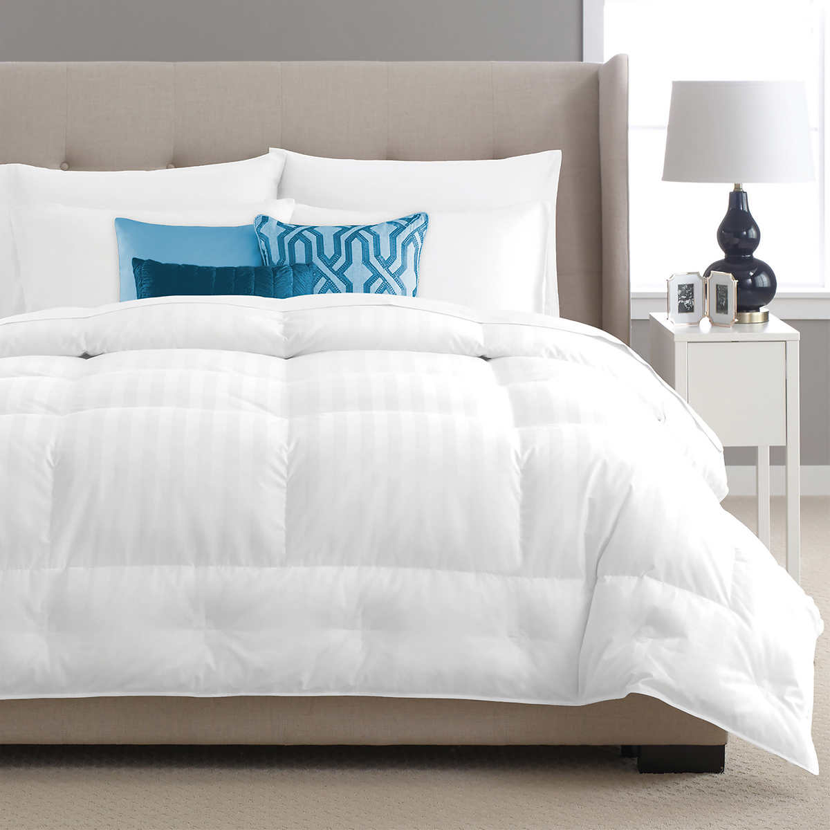 pacific coast european light warmth pyrnes down comforter full queen ebay. Black Bedroom Furniture Sets. Home Design Ideas