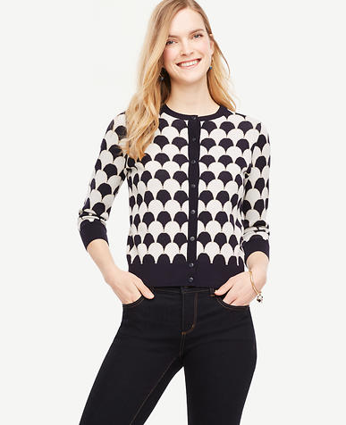 Image of Scallop Cropped Ann Cardigan