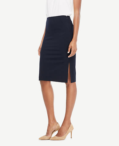 Curvy Seasonless Stretch Pencil Skirt