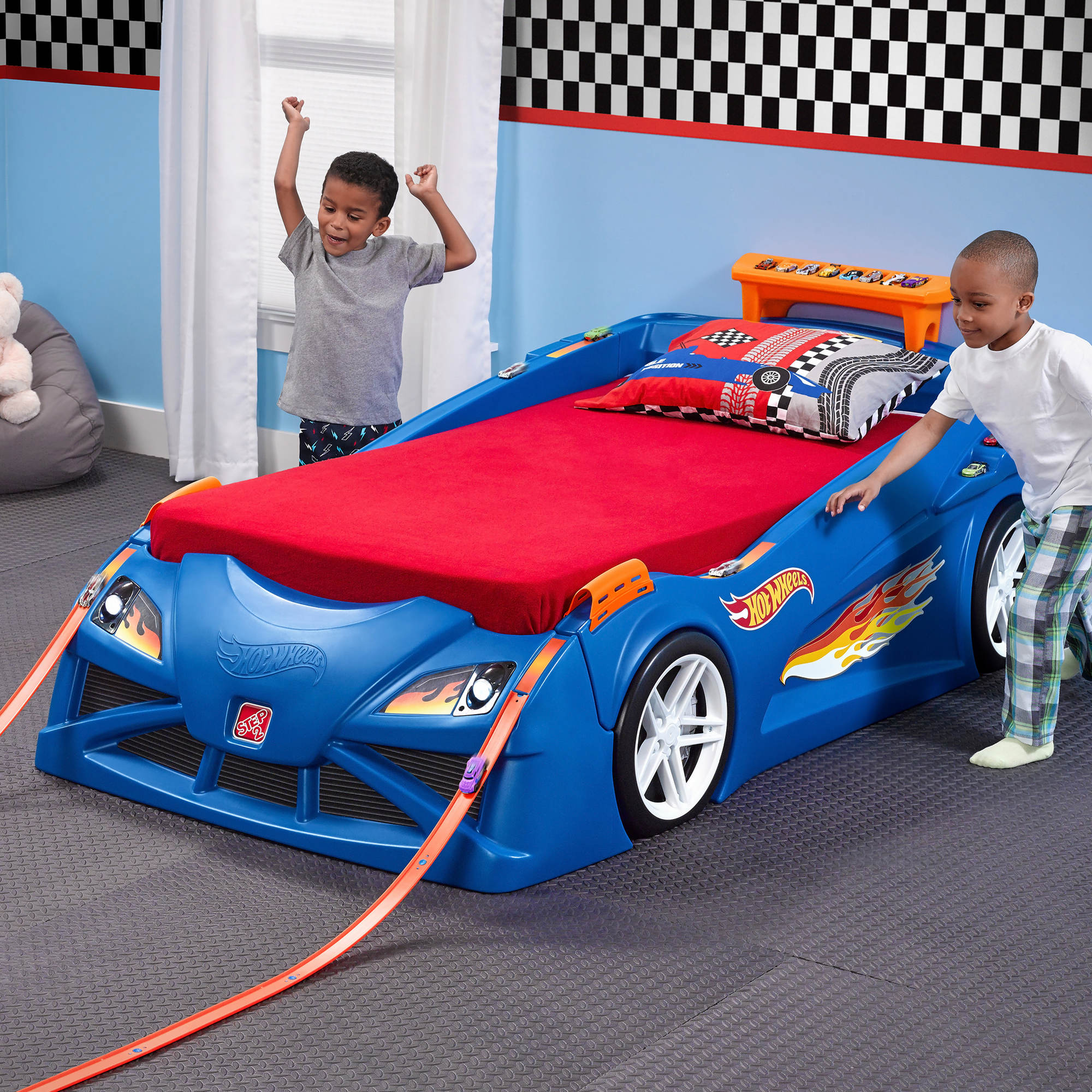 step2 hot wheels toddler to twin race car bed bj 39 s wholesale club. Black Bedroom Furniture Sets. Home Design Ideas